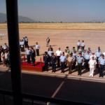Esperando el desfile. Preside el General Jefe del Mando   General del Aire. Le acompañan representantes de los   Ejércitos y de los Cuerpos y Fuerzas de Seguridad